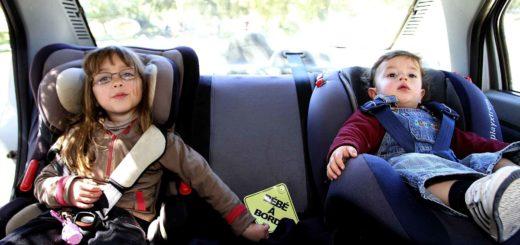 enfants en voiture